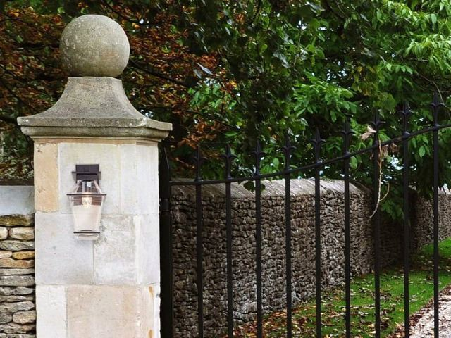 Picture of Outdoor Landmark Arm Sconce